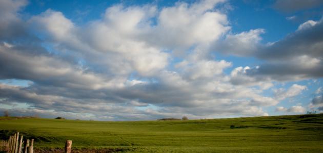 لماذا نرى لون السماء أزرق
