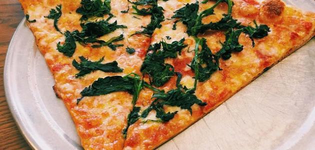 أسهل طريقة لعمل البيتزا دون خميرة