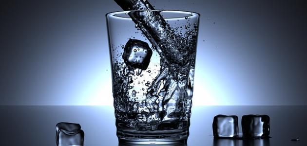 أضرار شرب الماء البارد على المعدة الفارغة