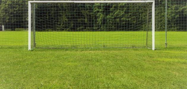 كم يبلغ عرض مرمى كرة القدم