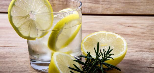 أضرار شرب الماء مع الليمون