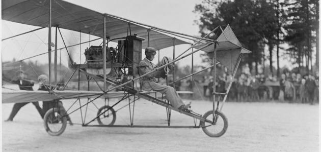 أول من اخترع الطائرة