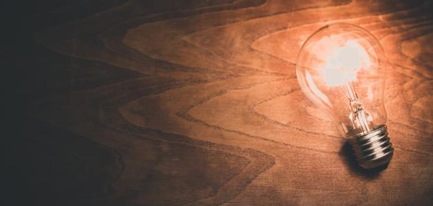 بحث عن مخترع المصباح الكهربائي
