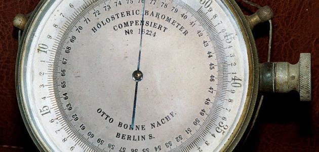 بماذا نقيس الضغط الجوي