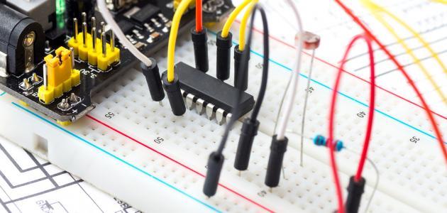كيف تصنع الدائرة الكهربائية
