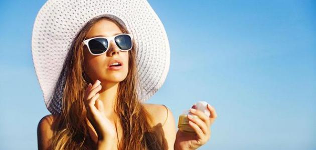 كيف نحمي بشرتنا من أشعة الشمس