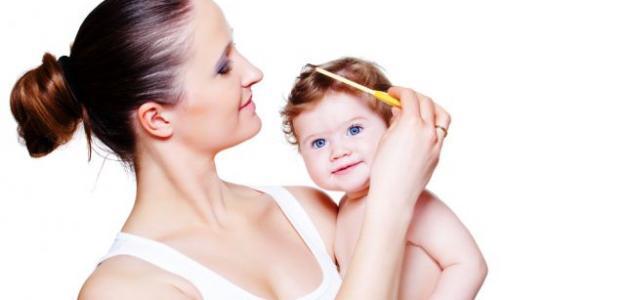 كيف تعتنين بشعر طفلك الرضيع