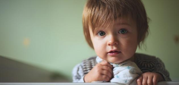 متى يدرك الطفل ما حوله