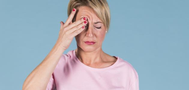 أعراض التهاب محجر العين