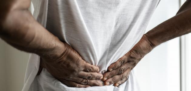 أعراض التهاب فقرات العمود الفقري