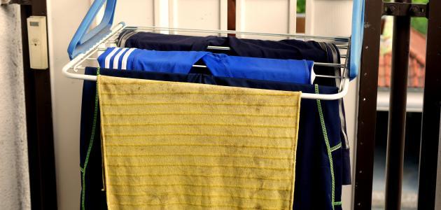طريقة غسل بقعة الزيت من الملابس