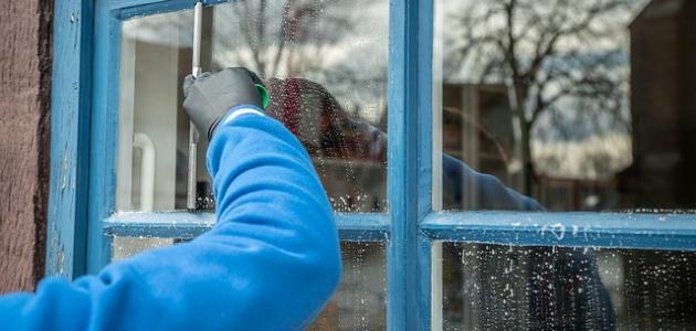 طريقة تنظيف زجاج النوافذ