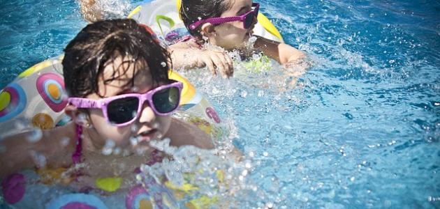 أدوات السباحة للأطفال