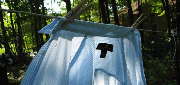 طريقة تنظيف ياقة القميص