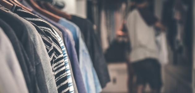 طريقة تنظيم خزانة الملابس