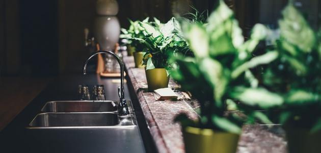 طريقة تنظيف مغسلة المطبخ