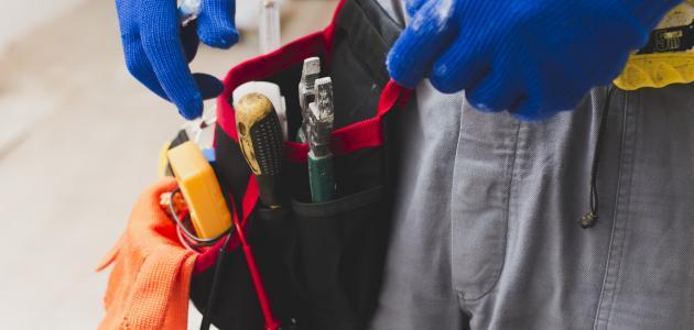 أدوات عامل البناء