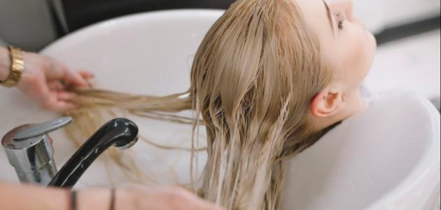 كيف أزيل الصبغة الشقراء من شعري