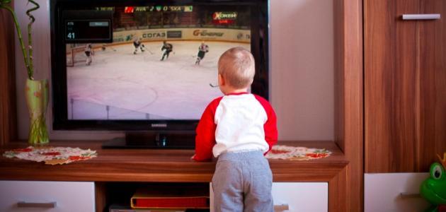 أثر التلفاز على الطفل