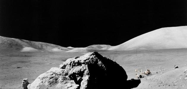 أول رائد فضاء على سطح القمر