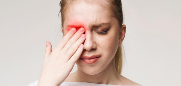 أعراض وجود مياه بيضاء في العين