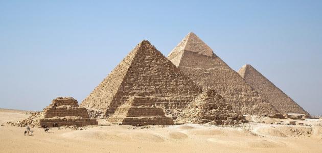 من الذي بنى الأهرامات