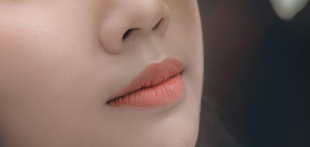 طريقة إزالة الشعر من فوق الفم