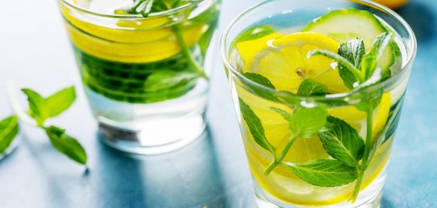 الماء الفاتر مع الليمون