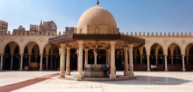 أول جامع أقيم في مصر