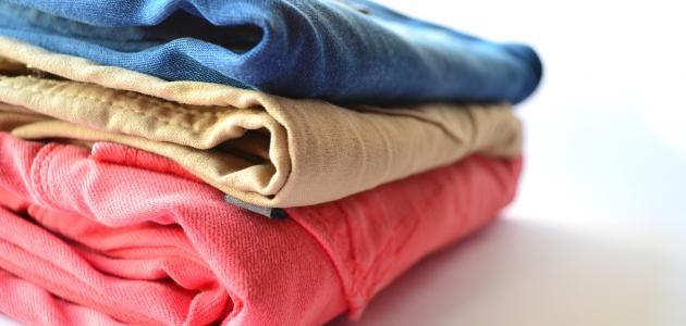 كيفية إزالة البقع الصعبة من الملابس الملونة