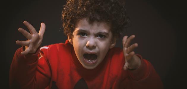 كيف نعالج الطفل العدواني