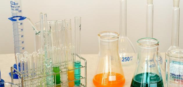 العوامل المؤثرة على سرعة التفاعل الكيميائي