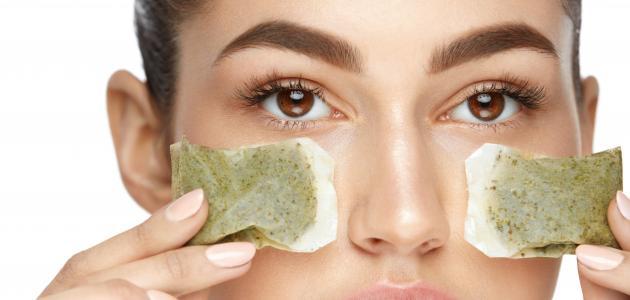 كيفية استخدام كمادات الشاي للعيون
