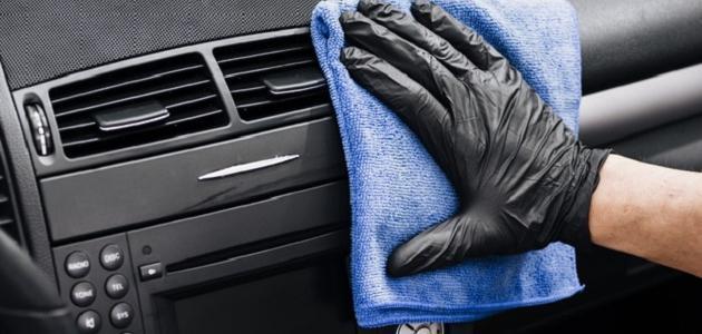 طريقة تنظيف شمعات السيارة من الداخل