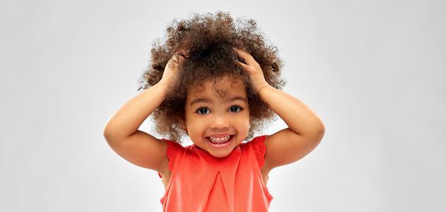 كيف أجعل شعر طفلي كثيفاً