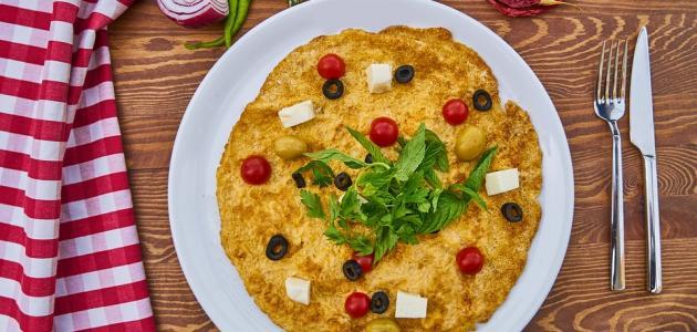 طريقة عمل بيض بالجبن والطماطم