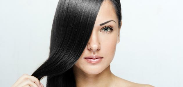 كيف أجعل شعري أسود دون صبغة