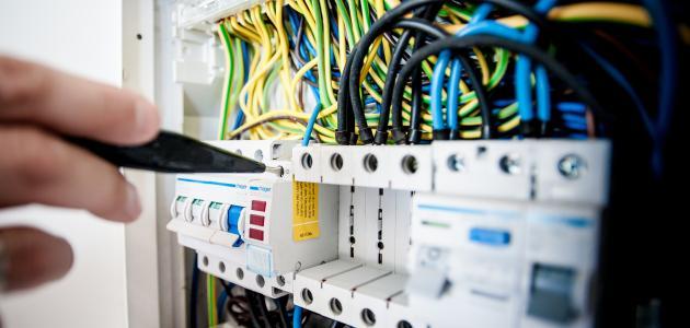 ما هي أخطار التيار الكهربائي