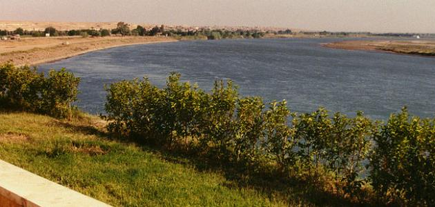 كم يبلغ طول نهر الفرات