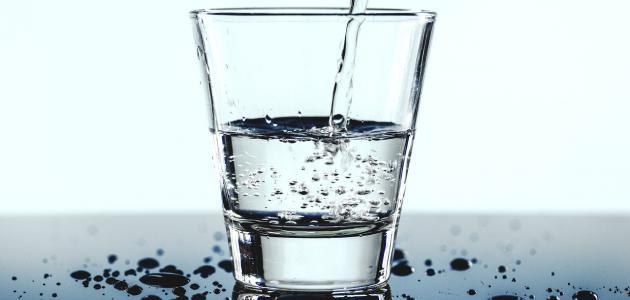 حكم شرب الماء وقوفاً