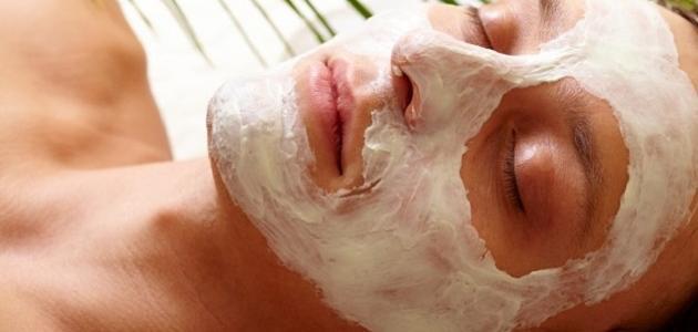 ما فوائد تقشير الوجه