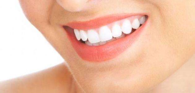 كيف تحصل على أسنان ناصعة البياض