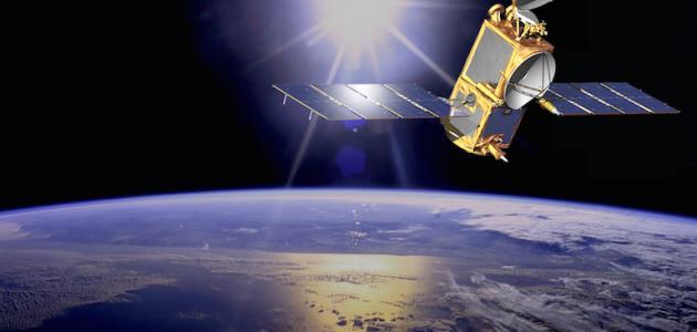 ما معنى الأقمار الصناعية