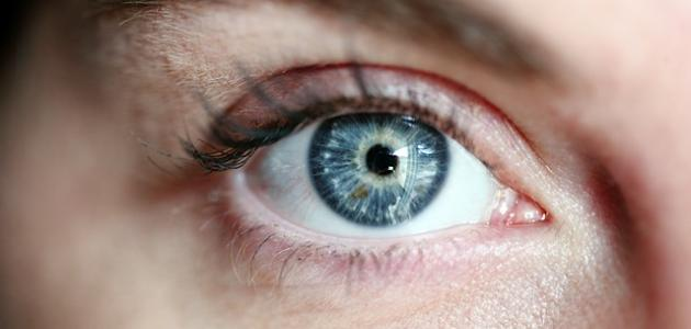 أسباب زغللة العين والدوخة