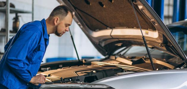 كيفية تنظيف محرك السيارة من الخارج