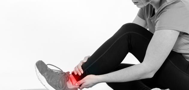 ما سبب ألم كاحل القدم