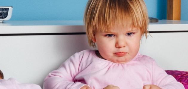 كيفية التعامل مع الطفل العنيد في عمر السنتين