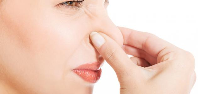 لماذا تخرج رائحة كريهة من الفم