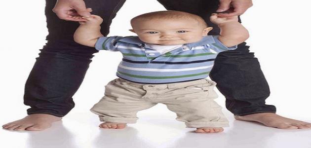 كيف أجعل طفلي يمشي