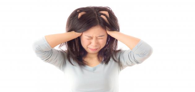 أعراض التهاب فروة الرأس وعلاجها